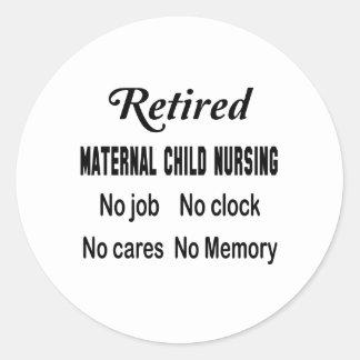 Maternal-niño jubilado no cuidando ningún trabajo pegatina redonda