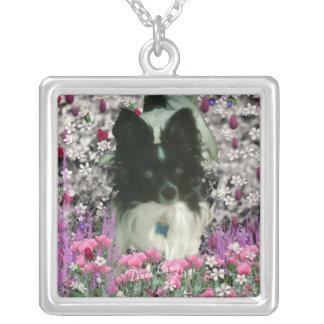 Matisse en las flores - blancas y el perro negro colgante cuadrado