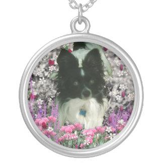 Matisse en las flores - blancas y el perro negro colgante redondo