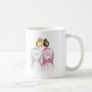¿Matrona del honor? Criada rubia del Brunette de Taza De Café