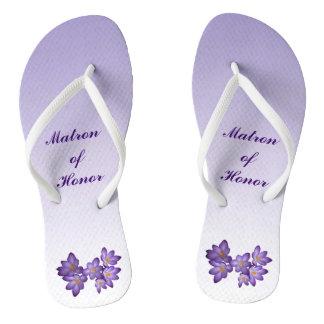 Matrona floral púrpura del boda de los