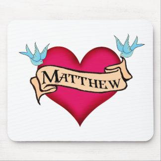 Matthew - regalos de encargo del tatuaje del coraz tapetes de raton