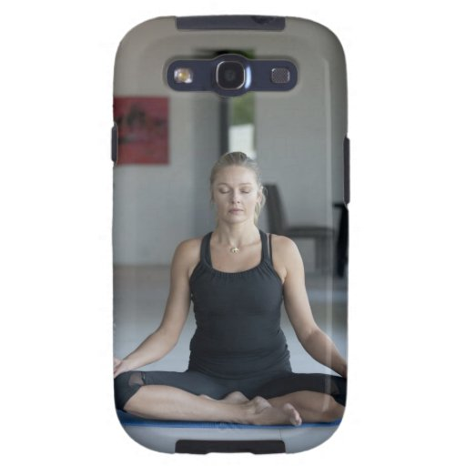 Mature woman practicing yoga samsung galaxy SIII case