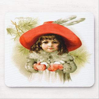 Maud Humphrey: Chica del invierno con las bolas de Alfombrillas De Ratón
