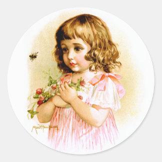 Maud Humphrey: Chica del verano con las flores y Pegatina Redonda