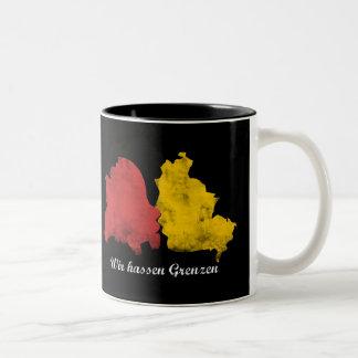 Mauerfall - Wir hassen Grenzen Two-Tone Coffee Mug