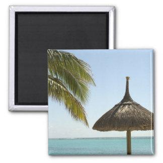 Mauricio. Escena idílica de la playa con el paragu Imán Cuadrado