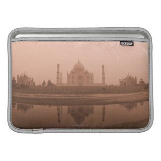 Mausoleo en la orilla, el Taj Mahal, Agra Funda Para Macbook Air