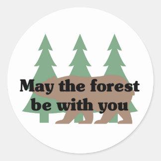 Mayo el bosque esté con usted pegatina redonda