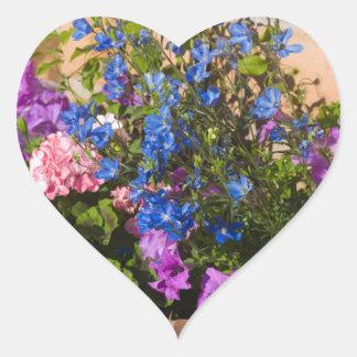 Mayo florece el corazón pegatina en forma de corazón