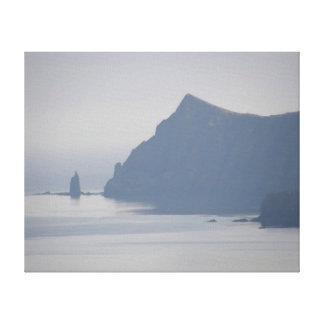 Mayor roca del sacerdote, isla de Unalaska Impresiones De Lienzo