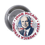 McCain guarda el botón fuerte de América Pins