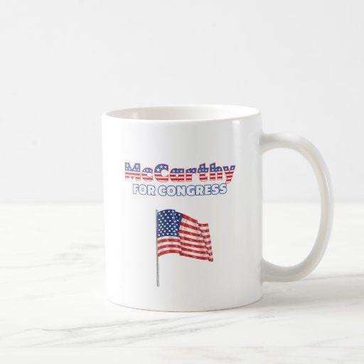 McCarthy para la bandera americana patriótica Desi Taza Básica Blanca