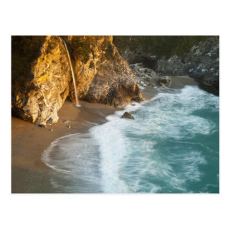 McWay escénico cae las caídas en la playa y Postales