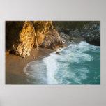 McWay escénico cae las caídas en la playa y Póster