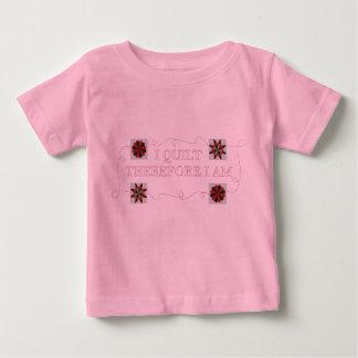 Me acolcho por lo tanto soy camiseta del bebé playera
