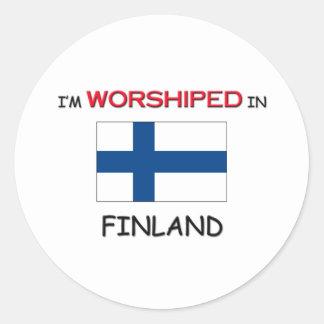 Me adoran en FINLANDIA Pegatina Redonda