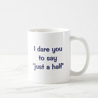 """Me atrevo le a decir """"apenas un medio """" taza clásica"""