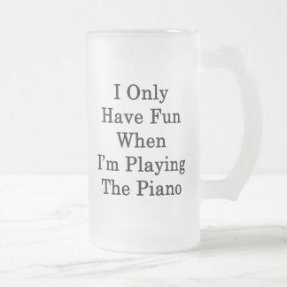 Me divierto solamente cuando estoy jugando el pian taza de café