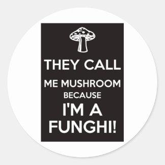 Me llaman seta porque soy un Funghi Pegatina Redonda