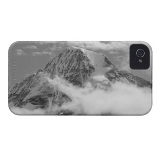 Mˆnch (4,107†m) rising above clouds, Bernese iPhone 4 Cover