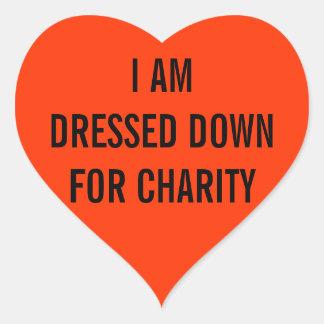 Me visten para la caridad pegatina en forma de corazón