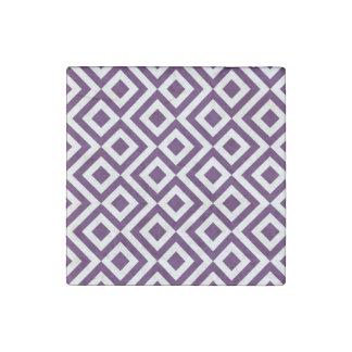 Meandro de la púrpura y del blanco imán de piedra
