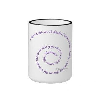 Meaning of Namaste' en Espanol Ringer Mug