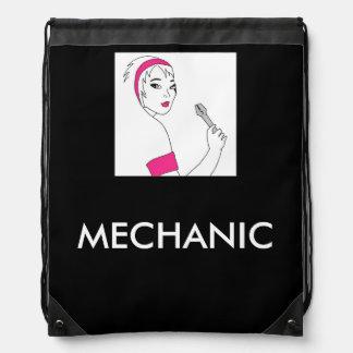 Mecánico de la hembra de la reparación del mochilas