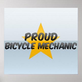 Mecánico orgulloso de la bicicleta póster