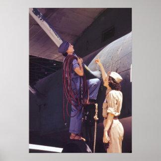 Mecánicos de la aviación de las mujeres de WWII Póster