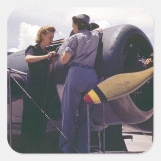 Mecánicos de la aviación de las mujeres WW2 Pegatina Cuadrada