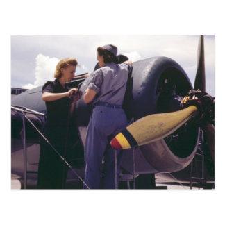 Mecánicos de la aviación de las mujeres WW2 Tarjeta Postal