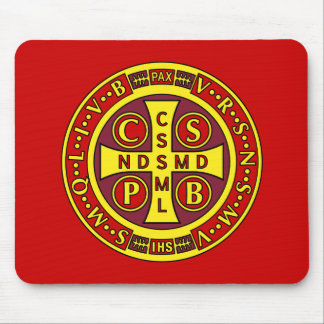 medalla clara amarilla roja del St Benedicto Tapetes De Ratones