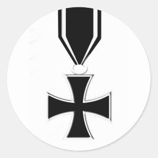 Medalla cruzada del hierro pegatina redonda