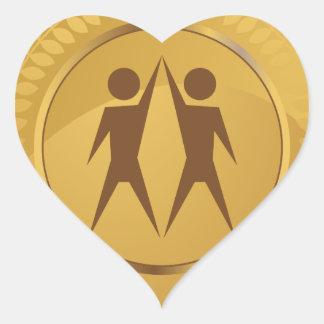 Medalla de oro del trabajo en equipo pegatina en forma de corazón