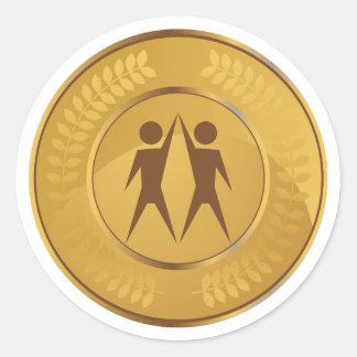 Medalla de oro del trabajo en equipo pegatina redonda
