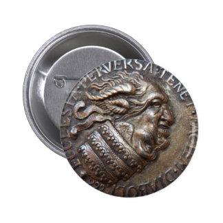 Medalla Diabolica de RetroCharms Pin Redondo De 2 Pulgadas