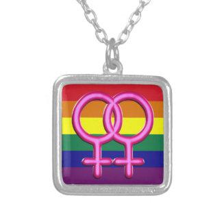 medallón arco iris con cadena plateada collar plateado