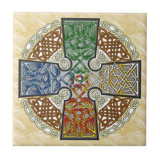 Medallón elemental de la cruz céltica azulejo cuadrado pequeño