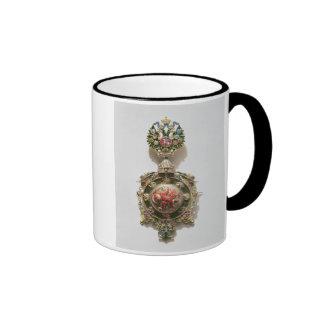Medallón esmaltado que representa el escudo de arm taza de café