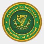 Medallón irlandés etiquetas redondas