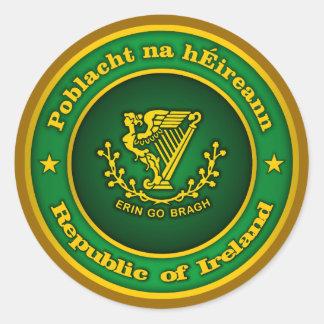 Medallón irlandés pegatina redonda