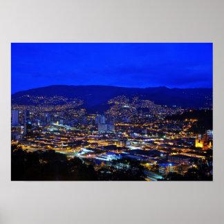 Medellin, Colombia en la noche Póster