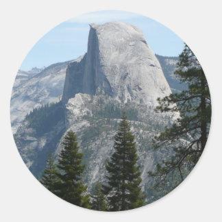 Media bóveda del rastro I del panorama en Yosemite Pegatina Redonda