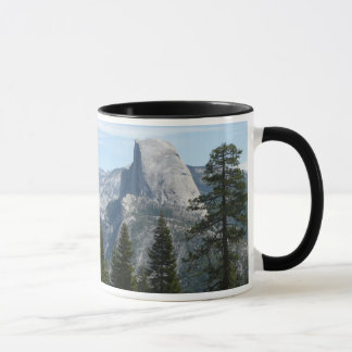 Media bóveda del rastro I del panorama en Yosemite Taza