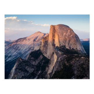 Media bóveda en el parque nacional de Yosemite Tarjeta Postal