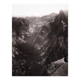 Media bóveda, valle de Yosemite, California Plantilla De Membrete