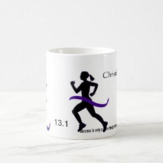 Media cinta de la púrpura del maratón de las mujer taza básica blanca