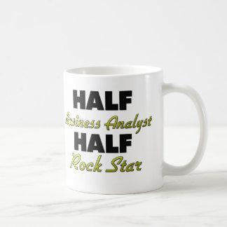 Media estrella del rock del medio analista del neg tazas de café